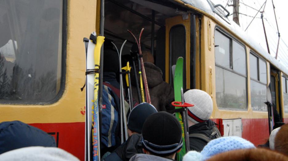 Лыжи и лыжники.