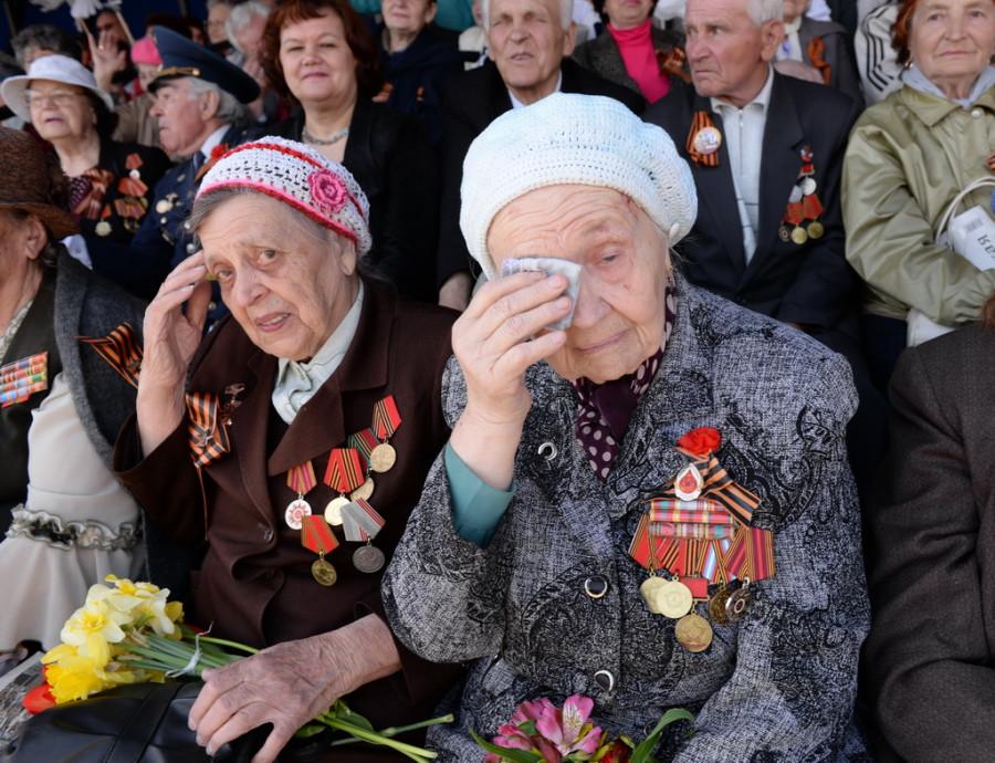 """Шествие """"Бессмертного полка"""" в Барнауле 9 мая 2015 года."""