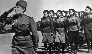 """Иллюстрация к книге """"У войны не женское лицо""""."""