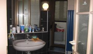 Квартира с ванной на лоджии.