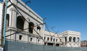 Строительство музея на площади Октября.