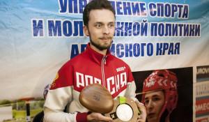 Олимпийский призер Сергей Каменский прилетел в Барнаул.