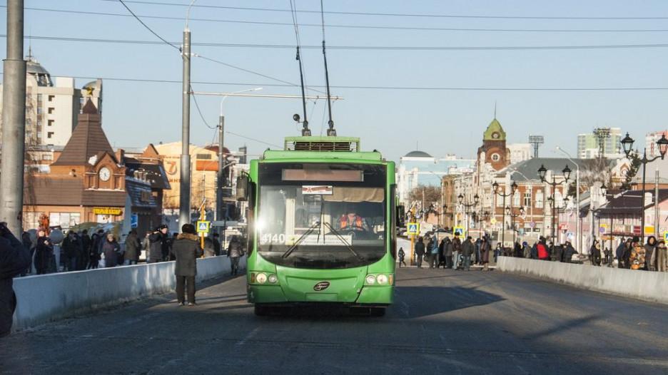 В Барнауле открыли движение по мосту через Барнаулку. 13 декабря 2016 года.