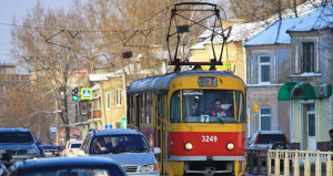 Трамвай  и автомобили.