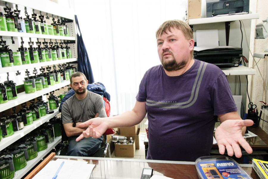 Предприниматель Вадим Пудовкин (справа) и его компаньон Данил Морев (в центре).