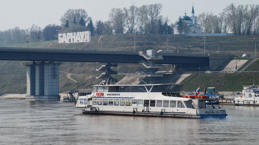 В Барнауле открылась навигация на Оби. 28 апреля 2017 года.
