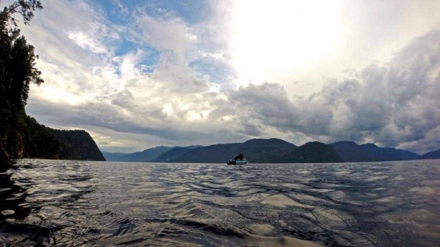 Дайверы на Телецком озере