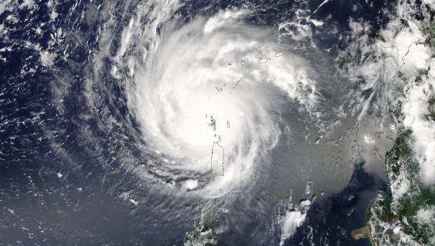 На США надвигается мощный ураган — сильнейший за десятилетия