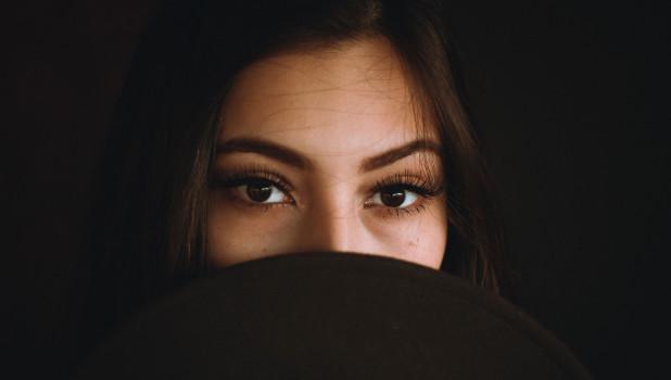 Женщина. Глаза.