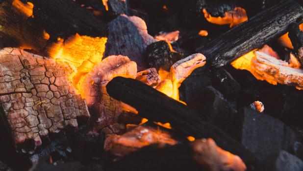 Дрова, огонь.
