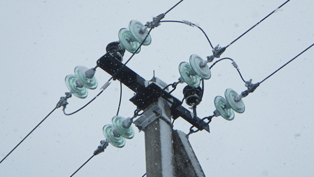 """Энергетики """"одели"""" провода к зиме."""