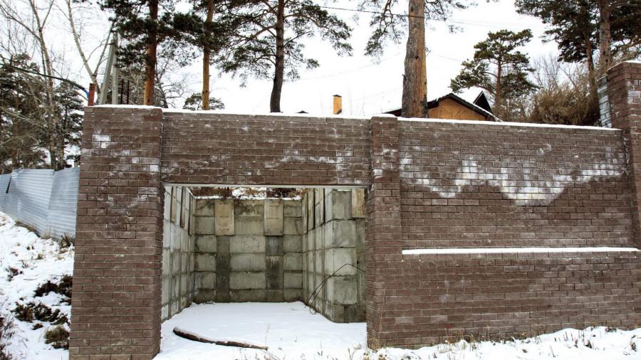 Гараж здания на Змеиногорском тракте, 83.