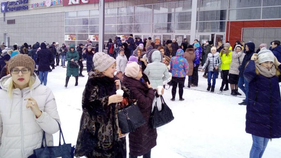 Очевидцы: в Барнауле из-за сообщения о бомбе эвакуировали посетителей торгового центра.