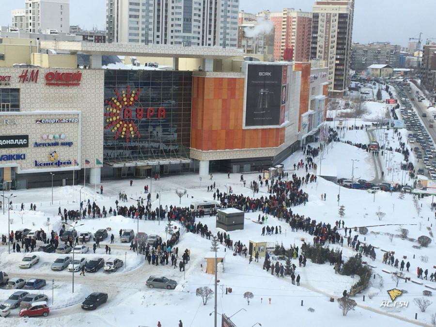 В Новосибирске эвакуировали посетителей из нескольких торговых центров.