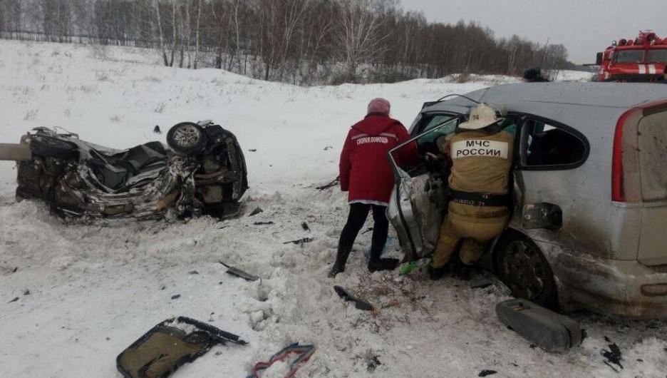 В жутком ДТП на трассе Новосибирск-Барнаул погибли 6 человек.