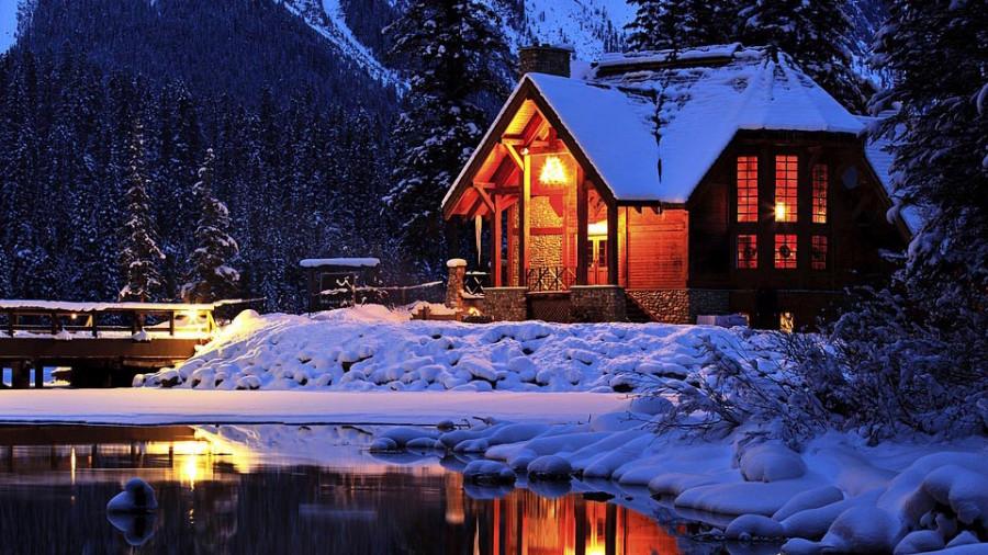 Зима. Дом. Снег.