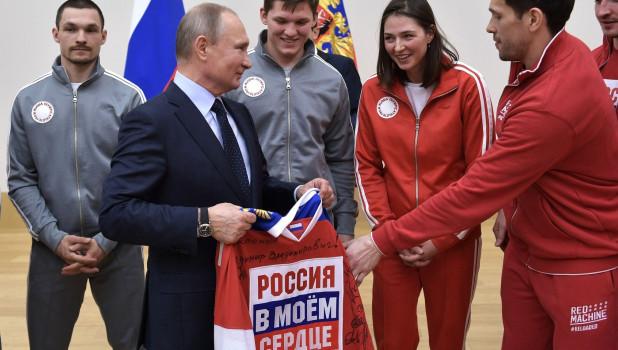 Владимир Путин с олимпийцами.
