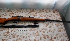 Алтайском крае у мужчины изъяли винтовку с запасом патронов и три килограмма наркотиков.