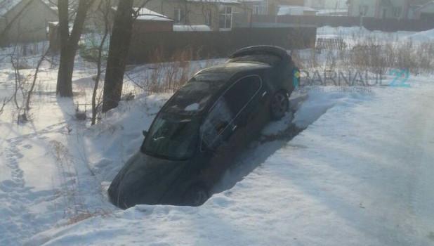 Машина съехала в реку.