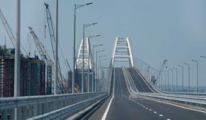 Крымский мост через Керченский пролив.