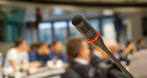 Микрофон. Дебаты. Выступление.