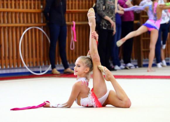 Голые девочки занимаються гимнастикой фото 431-750
